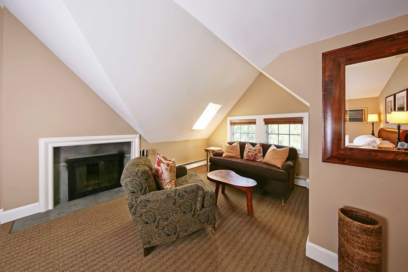 Rilassatevi in questo confortevole salottino nella camera matrimoniale.