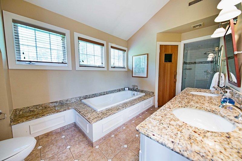 Disegnare un bagno di bolla in questo bagno en-suite.