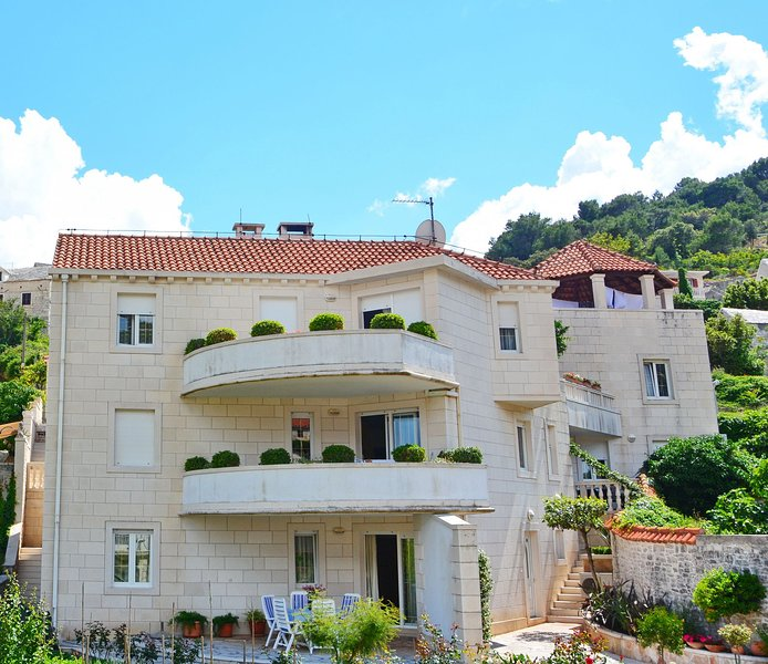 Pucisca Apartment Sleeps 6 with Air Con - 5409606, vacation rental in Pucisca