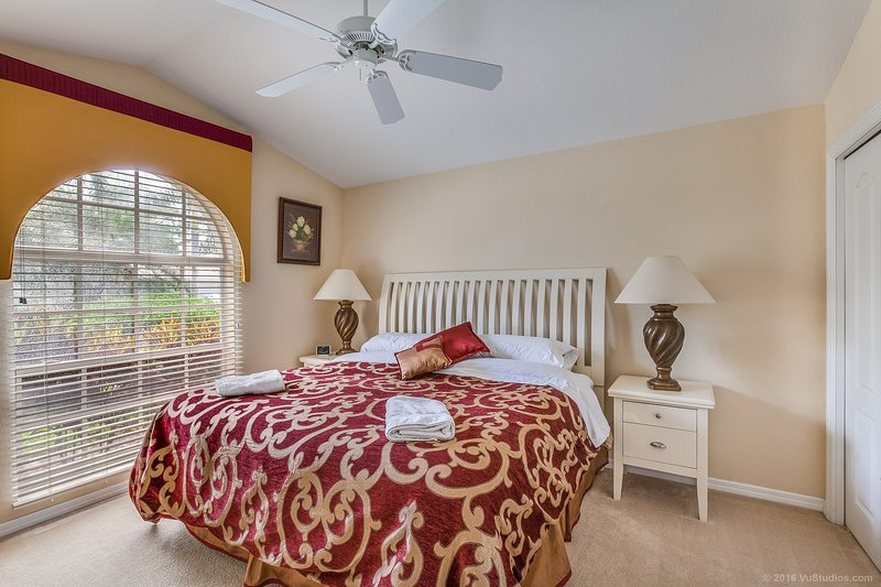 El tercer dormitorio con cama de matrimonio