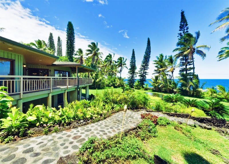 Hale Kakahi oceanfront estate on 3 private acres!