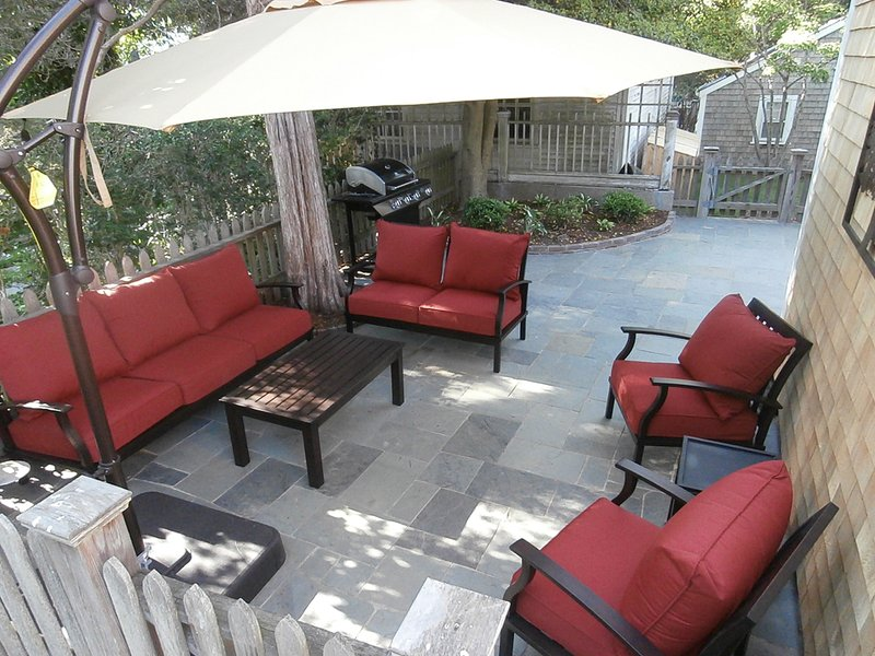 Bluestone Patio with out door Lving Area