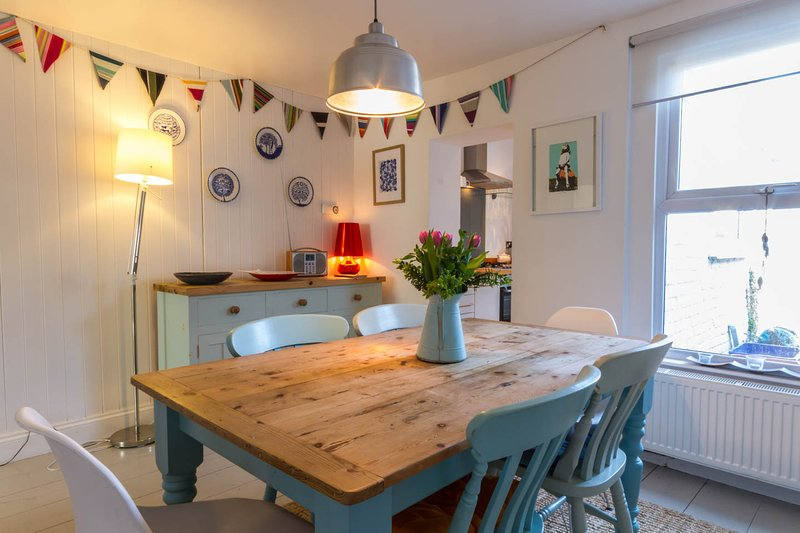 Castaway Cottage, comfort and style in the heart of Whitstable, vacation rental in Whitstable
