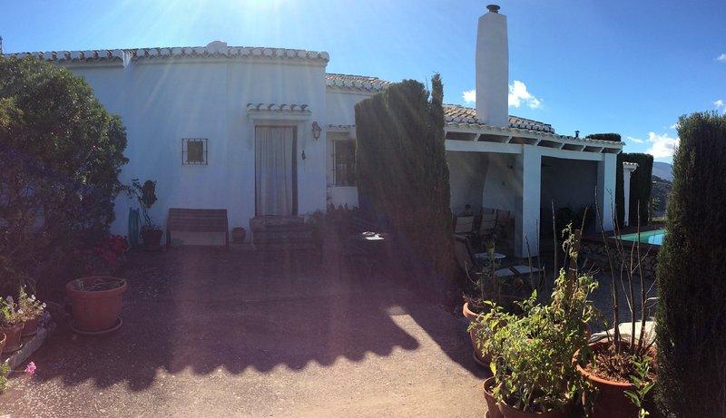 Muy cerca de Málaga. El Chaparrillo, maravillosas vistas, piscina, chimenea, ..., holiday rental in Villanueva del Rosario