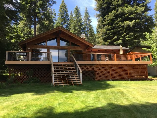 Walker/Buck - Country Club LAKEFRONT with Back Lawn, Dock & Buoy, holiday rental in Westwood