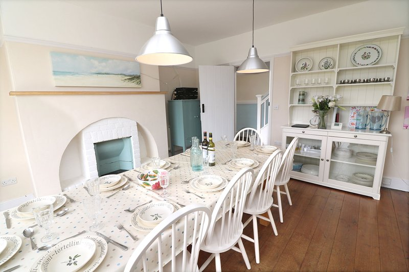 Croyde Holiday Cottages Broad De Dining Table