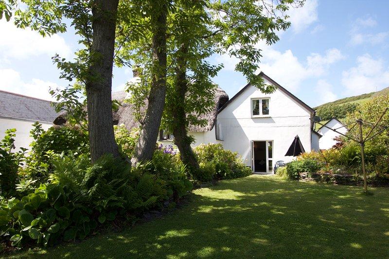 Manor Cottage Annexe, Croyde Village, centre yet tucked away/800m from beach, casa vacanza a Saunton
