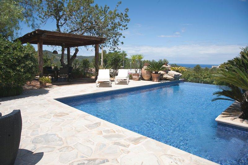 ET-0507E Luxury villa for 10 persons, alquiler vacacional en Sant Agustí des Vedrà