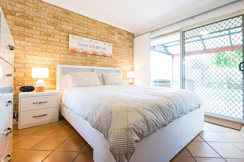 2 dormitorios (cama de matrimonio)