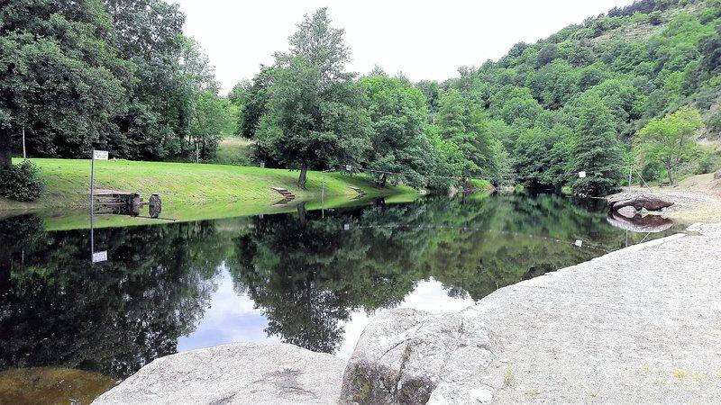 Camping lake of Retourtour 3 star Ardeche river pool