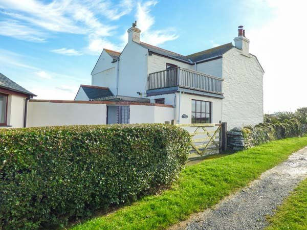 TREVILLICK COTTAGE, coastal, AGA, freestanding bath in Tintagel, Ref 948006, vacation rental in Tintagel
