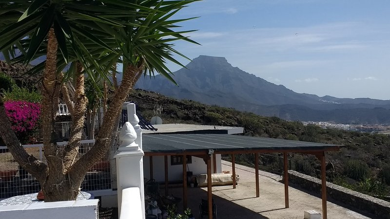 2 bedrooms, 2 bathrooms sleeps 6, rural hillside location, sea & mountain views, holiday rental in Armenime