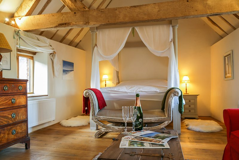 Stylish cosy cottage on Shropshire / Worcestershire border, dog friendly, vacation rental in Kimbolton