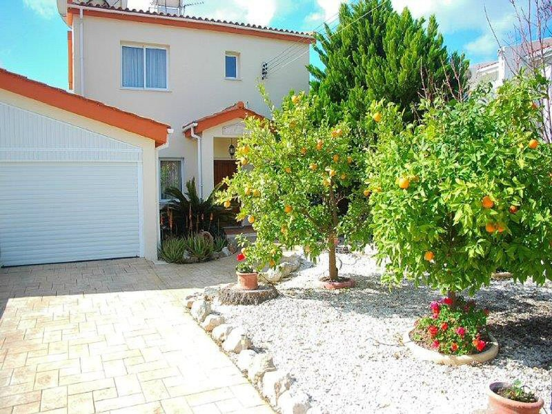 Detached villa Hieros Kepos. Private gas heated swimming pool,Hot tub,Sea views, holiday rental in Geroskipou
