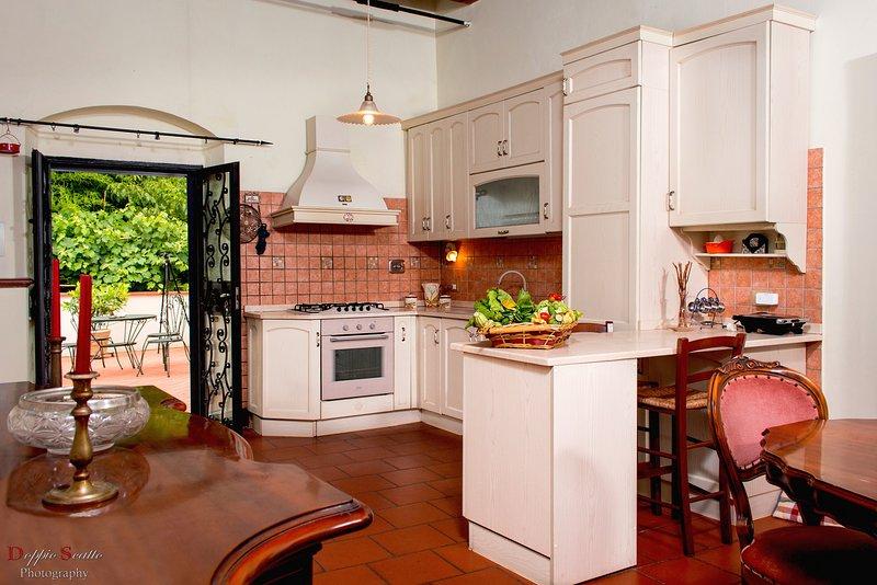 Villa Le Balze - Giardino degli aranci, holiday rental in Leccio