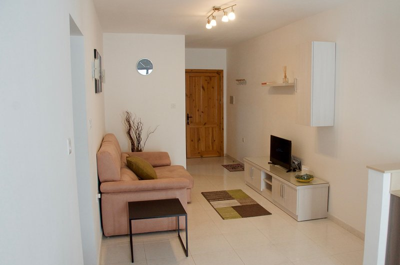 Modern Apartment 10 mins from Seafront, vacation rental in San Gwann