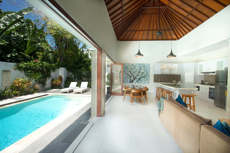 Villa Aroma Sanur Pool Sleeps 8, location de vacances à Sanur