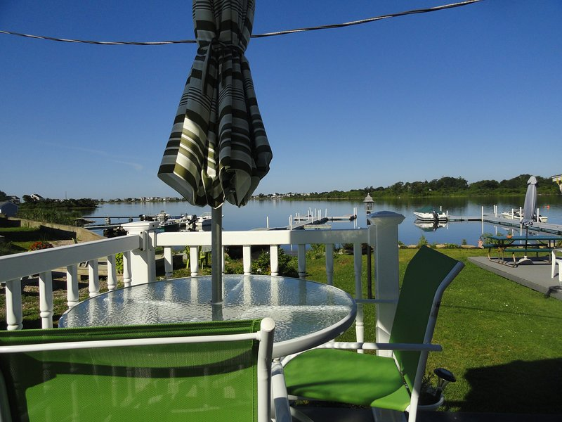 Waterfront deck to relax & watch the varied wildlife and sunsets