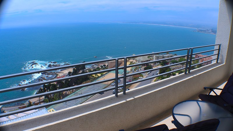Spectacular Ocean Views, 21st floor for 5 people, location de vacances à Concon