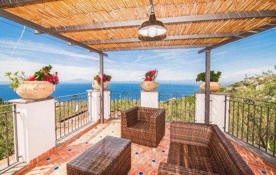 Marra-Marciano Holiday Home Sleeps 8 with Pool Air Con and WiFi - 5717345, holiday rental in Marciano