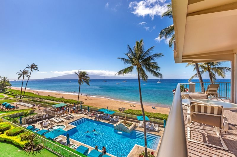 Direct Ocean Front 1-Bedroom/2-Bath Whaler #401, holiday rental in Lahaina