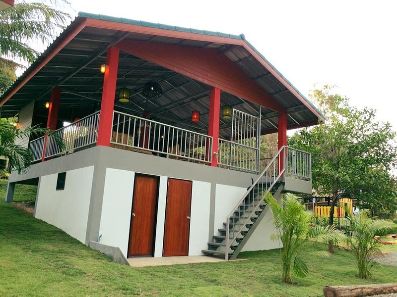 Small secluded place neighbor to oldest temple in Phangan., vacation rental in Ban Thong Sala