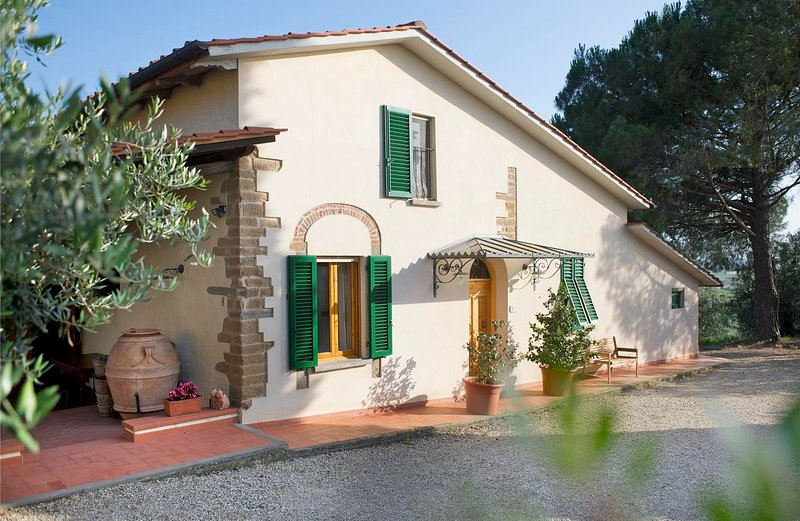 Casa Anita - Podere Zollaio - great views, swimming pool, wifi, vacation rental in Mezzana