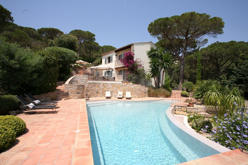 Minutes from Gigaro Beach  'Le Papillon' Sleeps 8 guests in an idilic family holiday setting.
