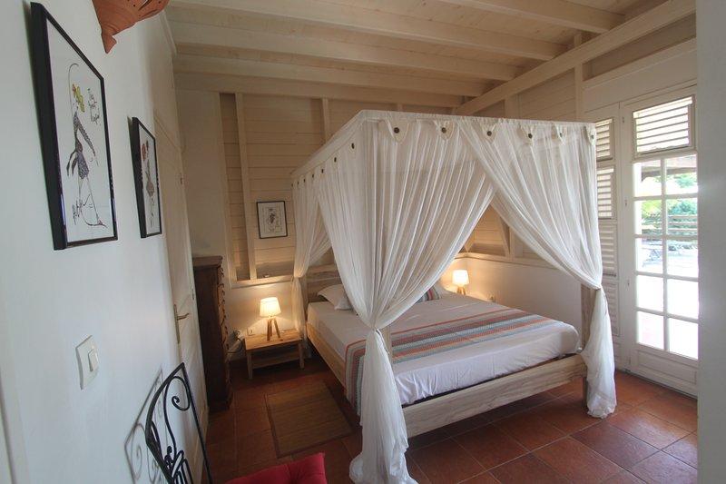 piso térreo 1 quarto principal - cama de 160 x 200 dossel mosquiteiro com ar condicionado - Acesso Terrace & Pool