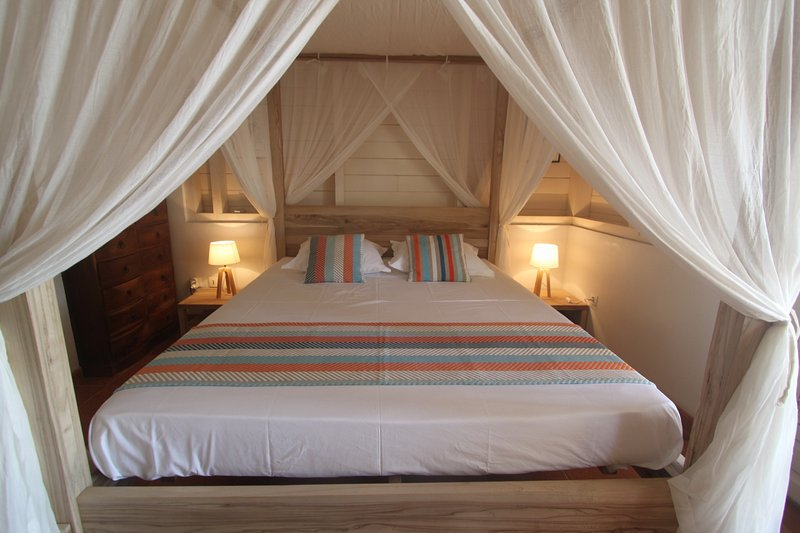 quarto piso térreo um mestre - cama de 160 x 200 - dossel condicionado mosquiteiro