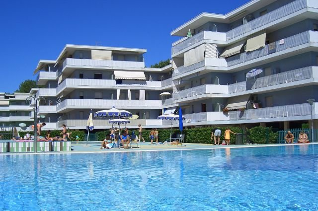 New 12 Swimming Pools Resort - Tennis - Volleyball - Children Area, vacation rental in Bibione