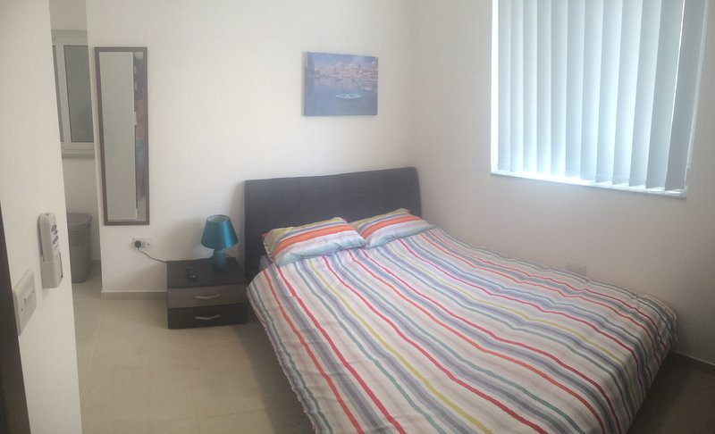 Queen bed, Flatscreen Tv with Android TV Box, robe hooks, dresser drawer, standing & ceiling fan