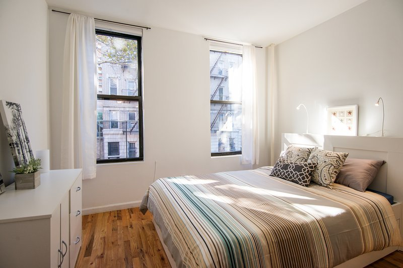 Two bedrooms- Times Square-Midtown- Clean and New, holiday rental in New York City