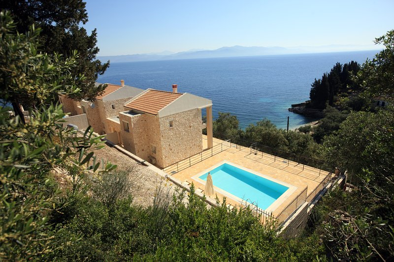 Erato Luxury Villa, vacation rental in Loggos
