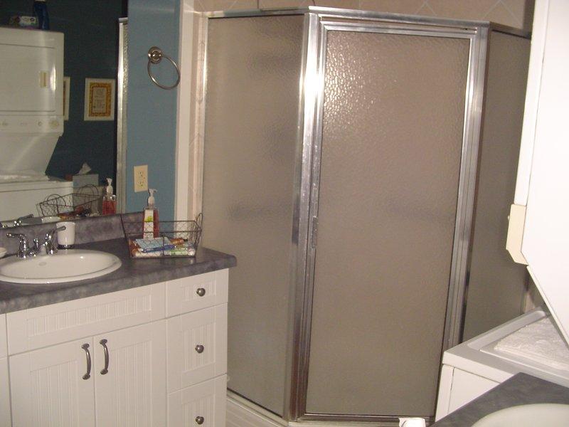 Bathroom w/Large Shower