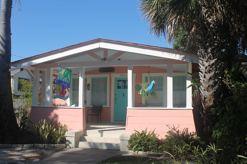 Coronado Palms Coastal Cottage - Pet Friendly, alquiler de vacaciones en Galveston