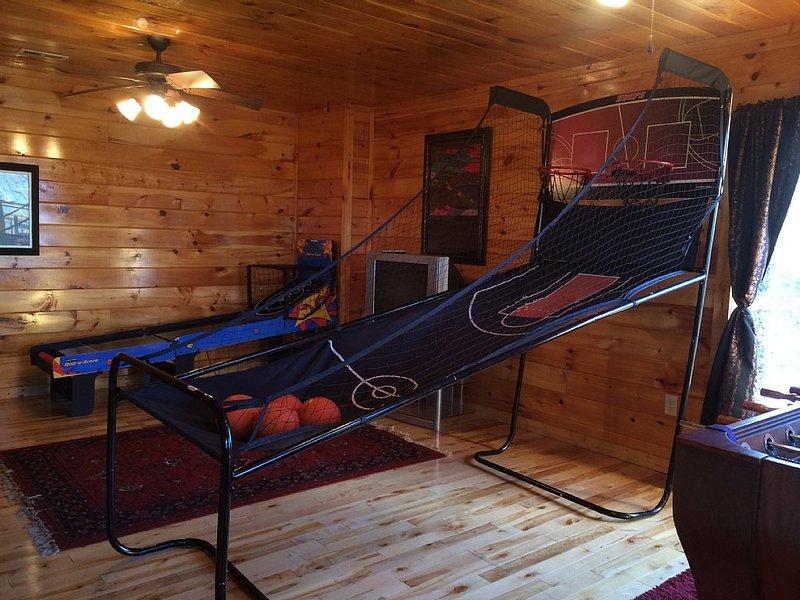 Luxury Cabin Fantastic Game Room Sleeps 10 Great Rates