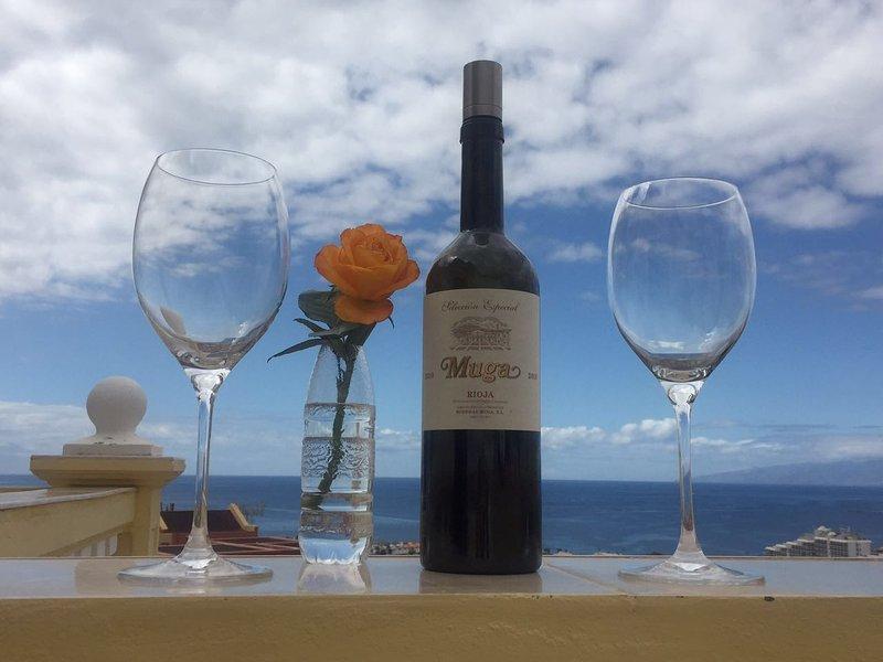 Exclusive 2-bedroom apartment in Playa Las Americas with magnificent Ocean views, vacation rental in Playa de Fanabe
