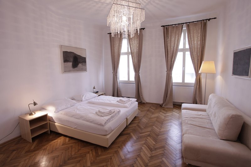 Beautiful 3 room apartment directly at Augarten, holiday rental in Hagenbrunn