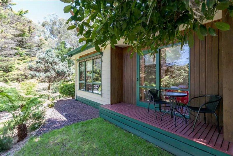 La chambre avant dispose d'une terrasse extérieure avec une jolie vue sur le jardin.