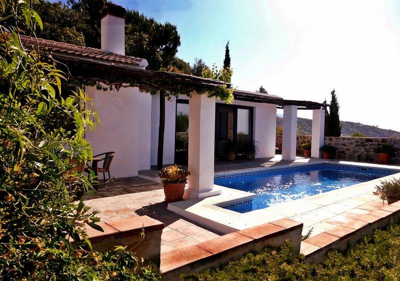 South facing, the villa enjoys sun from dawn until dusk.