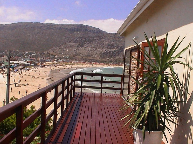 Fish Hoek Beach Front Apartment, holiday rental in Fish Hoek