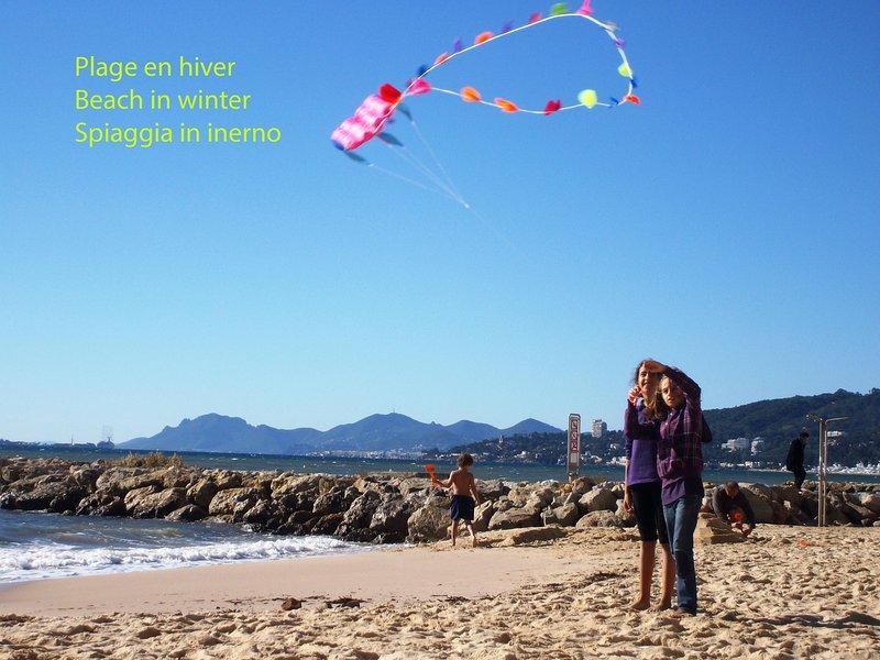 Pour la plage = 1 lit bébé - 2 chaises - Umbrella = Vous devez seulement apporter vos propres serviettes