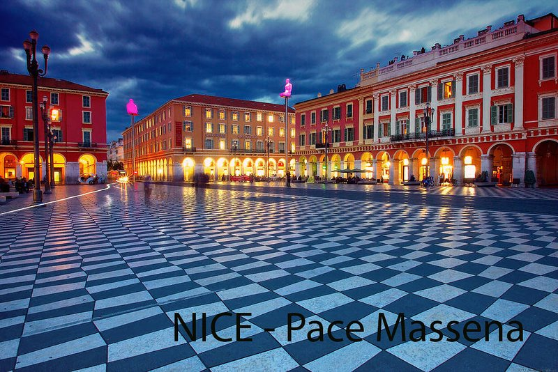 Nice = Place Masséna: centre-ville. Matisse et Chagall Musée