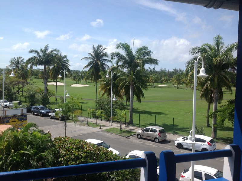 The International Golf of Saint Francis is just 2 minutes walk from the holiday apartment