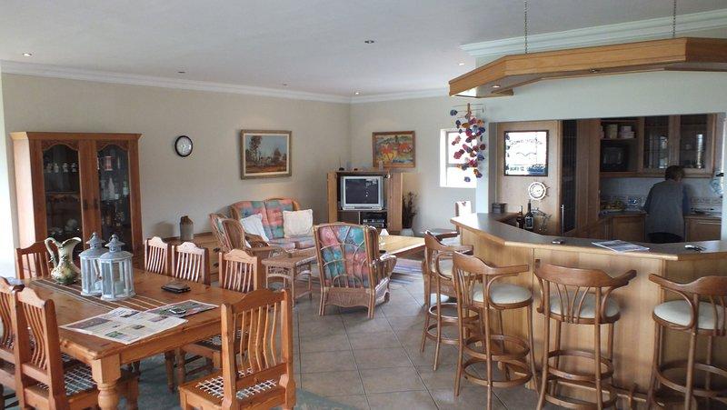 Kleinmond Panorama Self-catering Penthouse and Apartments, location de vacances à Botrivier