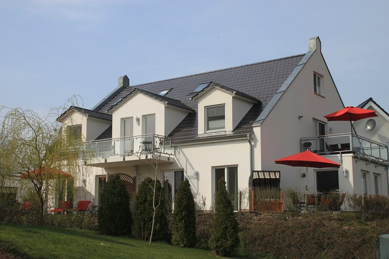Großräumige helle 4 * Fewo direkt am Golfplatz, holiday rental in Silz