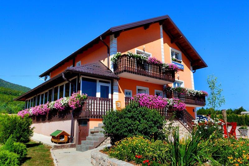 Cosy room for 2 in Plitvice, vacation rental in Vrelo Korenicko