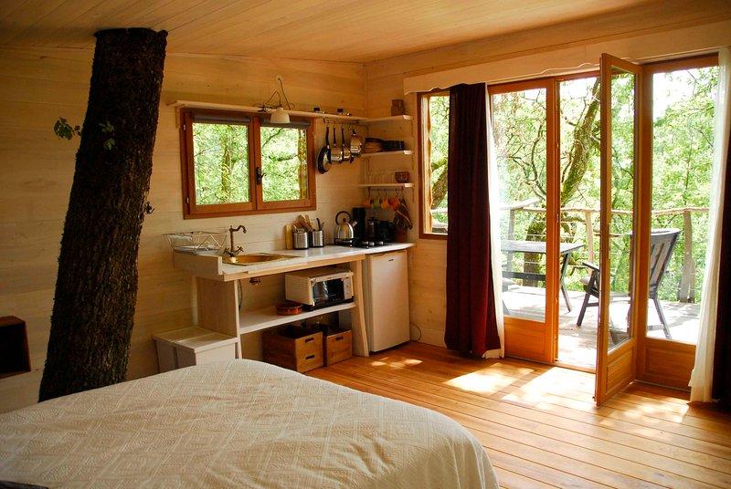 Cabane en forêt dans une nature calme et sereine., vacation rental in Beauville