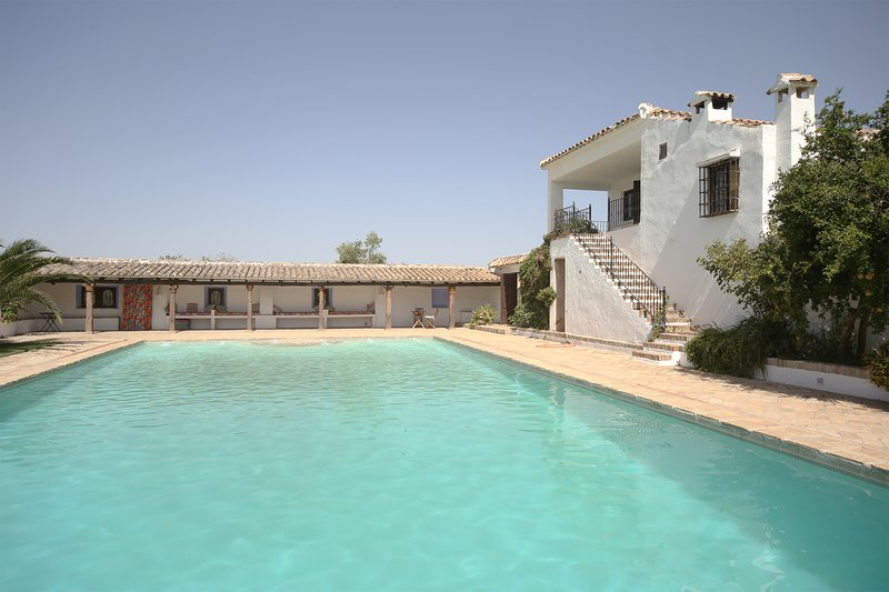Rural Spanish Farmhouse, 13 en-suite bedrooms and 20 mtr private pool! Cortijo El-Cachete, holiday rental in Riofrio